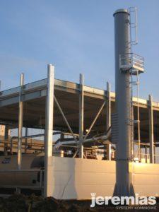 instalacja komina w fabryce